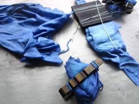 verschiedene blau gefärbte Stoffe